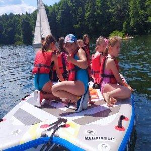 Dzieci na pontonie